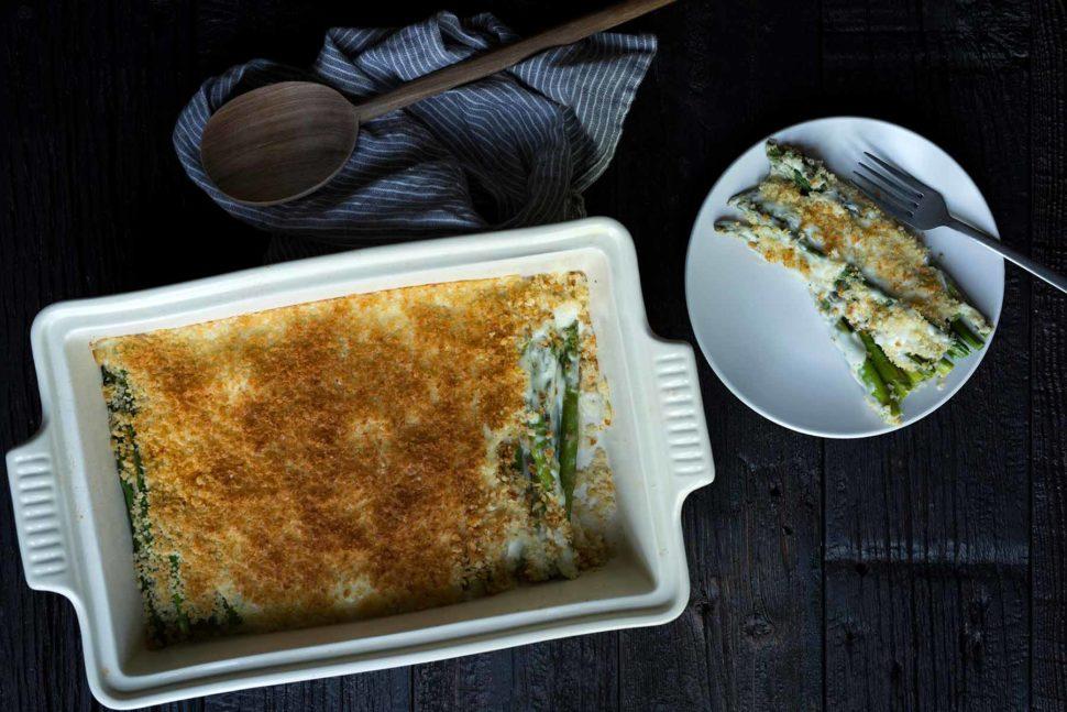 Asparagi gratinati avvolti con pancetta e gratinati con pecorino toscano