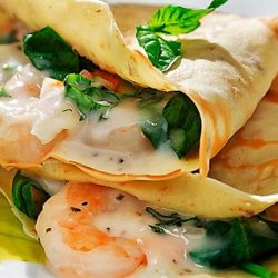 Crepes con gamberetti e spinaci