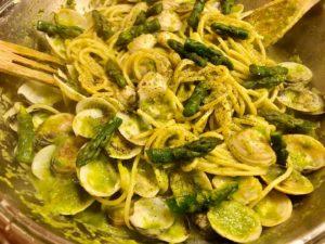 Spaghetti alle vongole e crema di asparagi