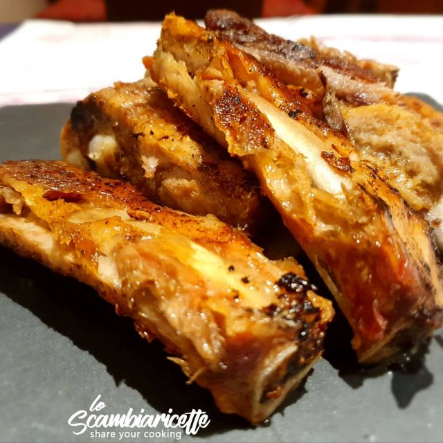 Rosticciana cotta in forno a bassa temperatura. Una delizia morbidissima.A breve la ricetta su:  www.scambiaricette.it #costine #foodporn #food #grigliata #bbq #carne #instafood #ribs #grill #costinedimaiale #barbecue #foodlover #italia #meat #foodblogger #rosticciana #costineinforno #italianfood #italy #instagood #grigliatadicarne #griglia #maiale #pork #cucinare #pranzo #cibo #paneangelaefantasia #cbt