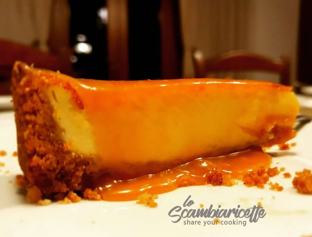 Cheesecake al mou salato. Torta illegale 🔝🔝🔝. Da provare assolutamente. Seguite la ricetta della cheesecake cotta su www.scambiaricette.it e per il top lavorate zucchero, panna, fiocchi di sale e burro. Se siete a dieta passate oltre 😁😁😁.🥧🥧🥧🥧🥧🥧🥧🥧🥧Salty toffee cheesecake. Illegal cake 🔝🔝🔝. Absolutely to try. Follow the recipe for the cooked cheesecake on www.scambiaricette.it and for the top work sugar, cream, salt flakes and butter. If you are on a diet, go further 😁😁😁.#cheesecake #cake #dessert #chocolate #foodporn #food #homemade #foodie #yummy #brownies #desserts #instafood #foodphotography #cheese #cakes #delicious #mousalato #saltytoffee #cheesecakelovers #cucinareacasa #sweet #cookies #foodstagram #bakery #moucake #cheesecakes
